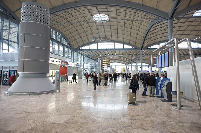 el aeropuerto de alicante estrenar 28 nuevas rutas este