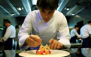 Jordi Cruz tiene dos estrellas Michelin en el restaurante Abac, del Hotel Abac, y una estrella por el restaurante Angle, del Hotel Cram, los dos establecimientos en Barcelona. Foto: Marco Pastori