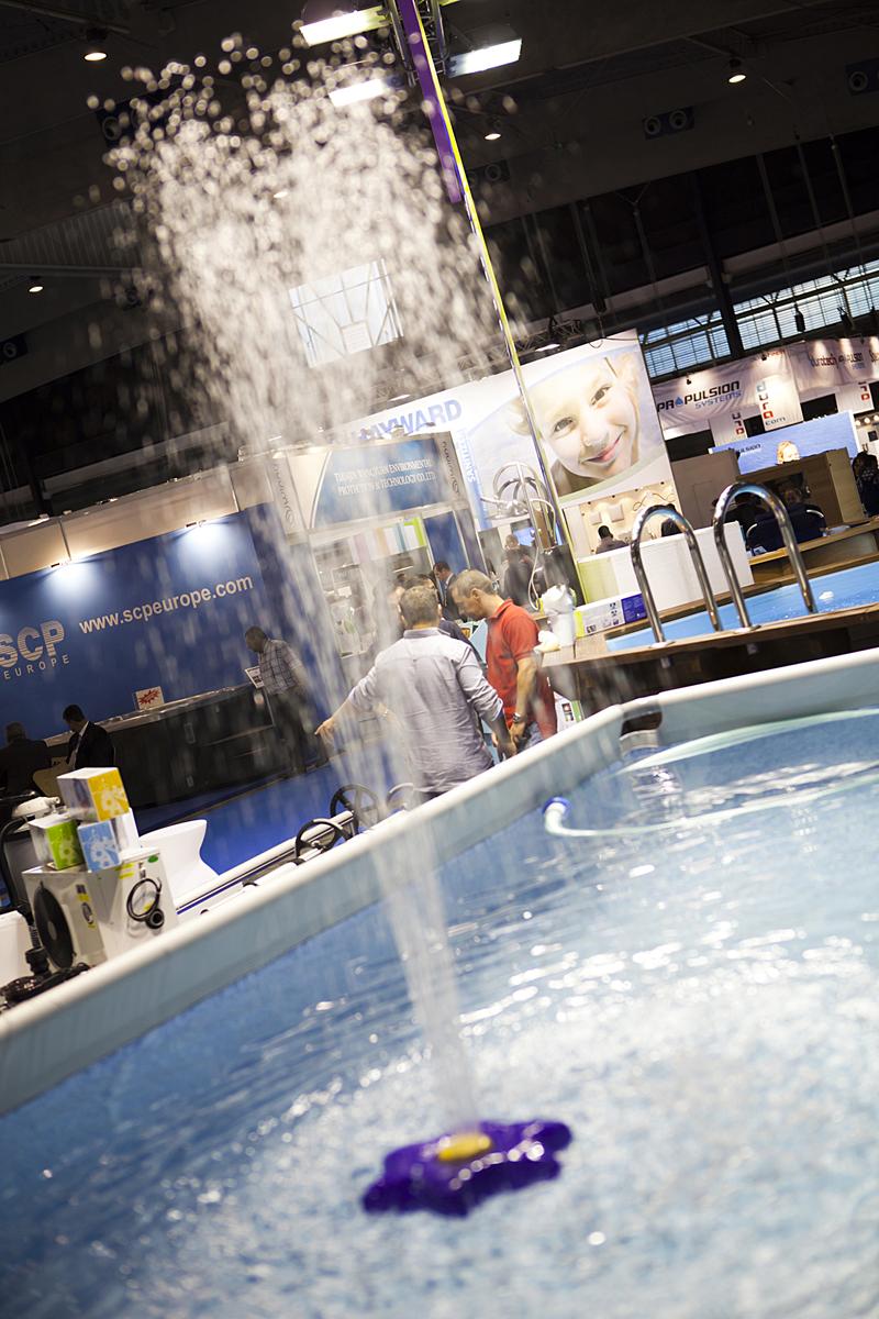 La industria del agua nada hacia el bienestar en el sal n piscina barcelona revista gran hotel - Piscina en barcelona ...