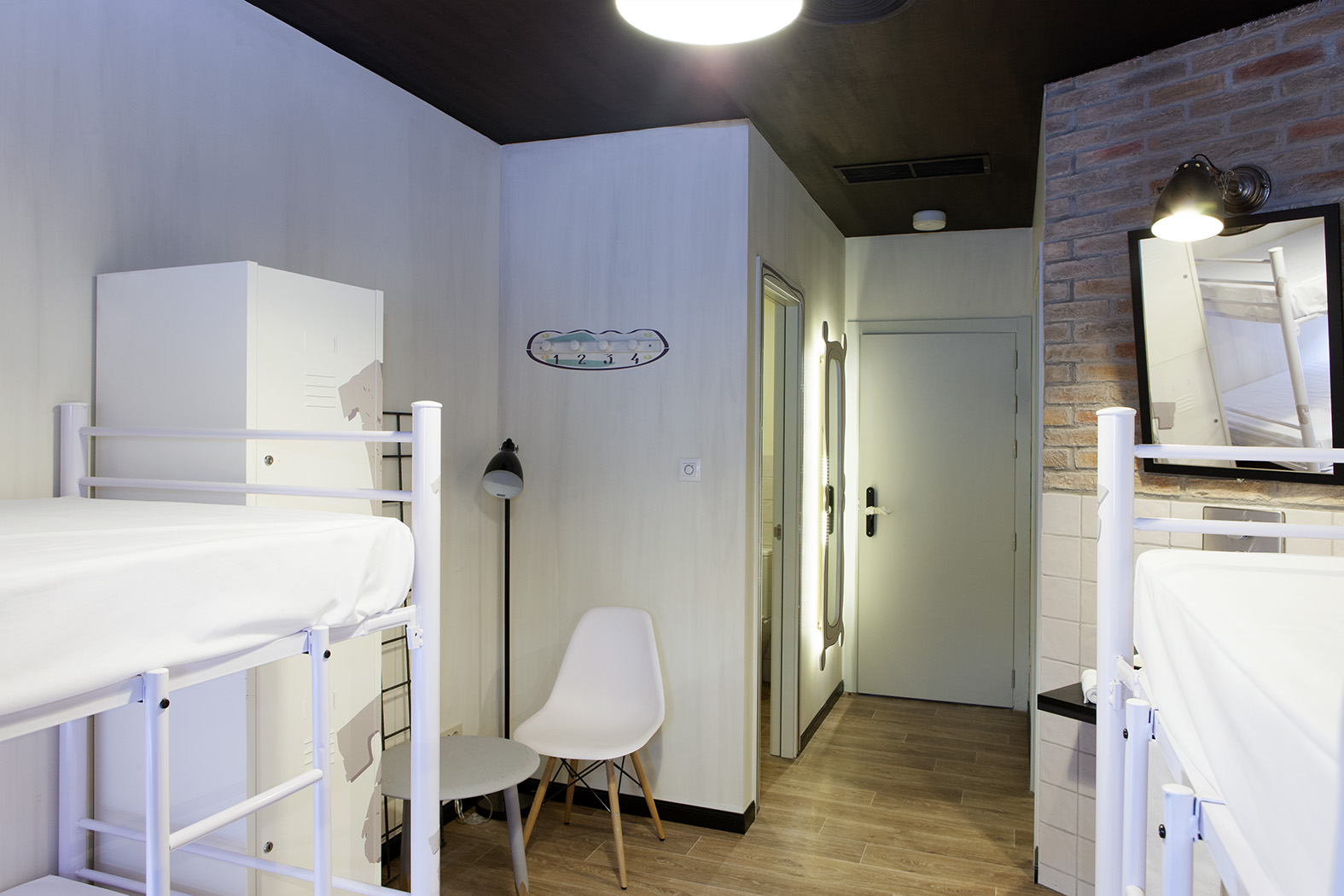 Nace con un establecimiento en madrid la marca room007 for Hostel room interior design ideas