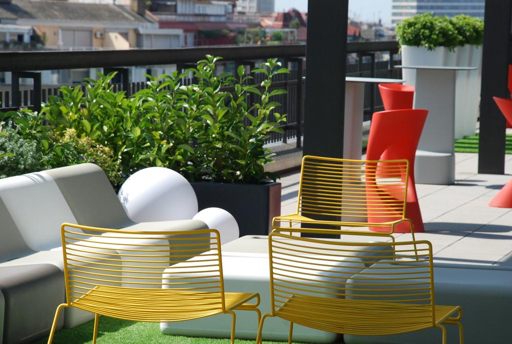 S lvia alfaras dise a la terraza 39 lounge 39 de las oficinas for Oficina king barcelona