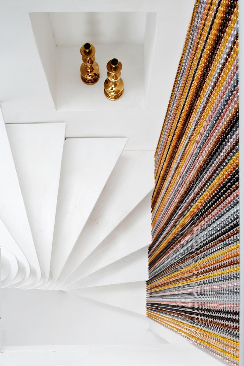 Kriskadecor cuenta con nuevos dise os de cortinas met licas decorativas revista gran hotel turismo - Cortinas metalicas decorativas ...