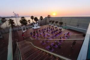 W-Barcelona_Sunrise-session-with-Tara-Stiles