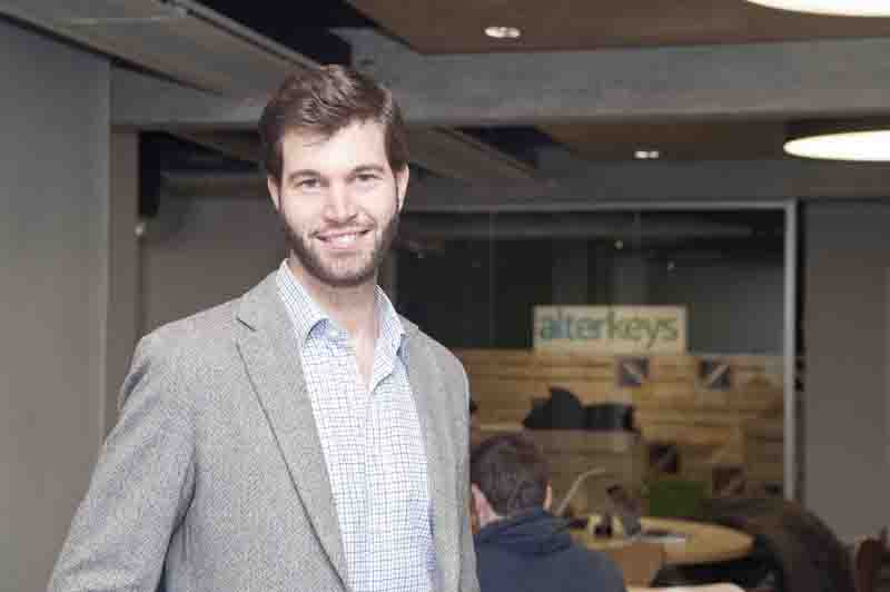 Alterkeys deja de alquilar casas por habitaciones para for Casa minimalista con piscina