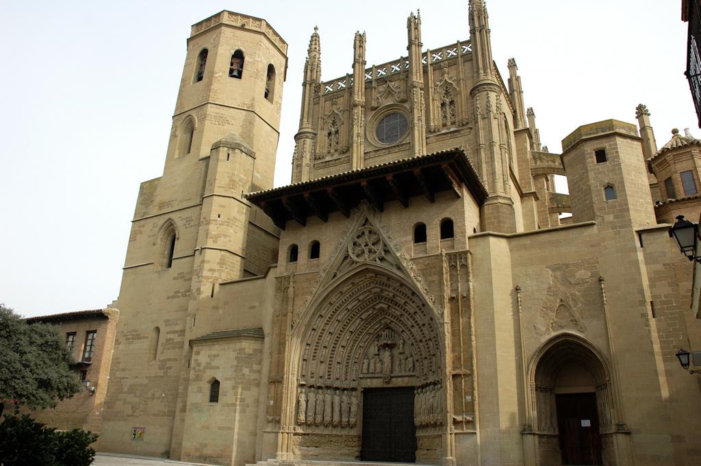 Huesca la ciudad con m s encanto de espa a revista gran for Oficina de turismo huesca