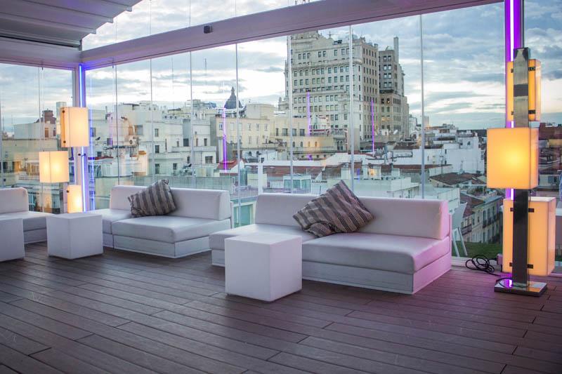 La terraza del room mate scar estrena 39 brunch 39 revista for Room mate oscar piscina