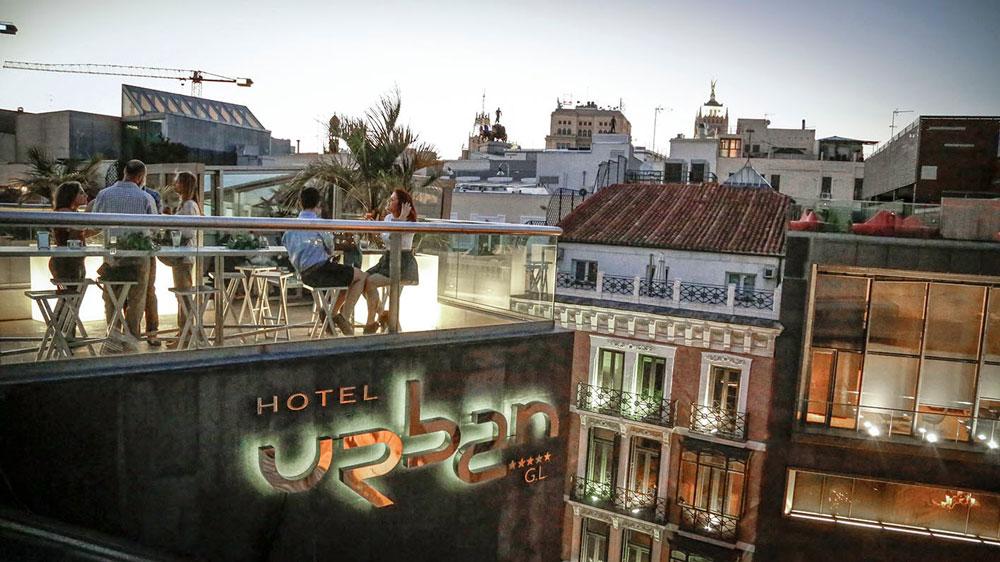 El hotel urban de madrid abre su terraza con nuevos for Design hotel urban madrid