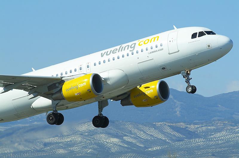 Vueling incorpora 14 nuevas rutas desde barcelona y ocupa for Aereo barcelona paris
